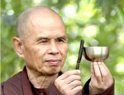 Thich Nhat Hanh, le moine qui enseigne la paix dans AMOUR telechargement-10